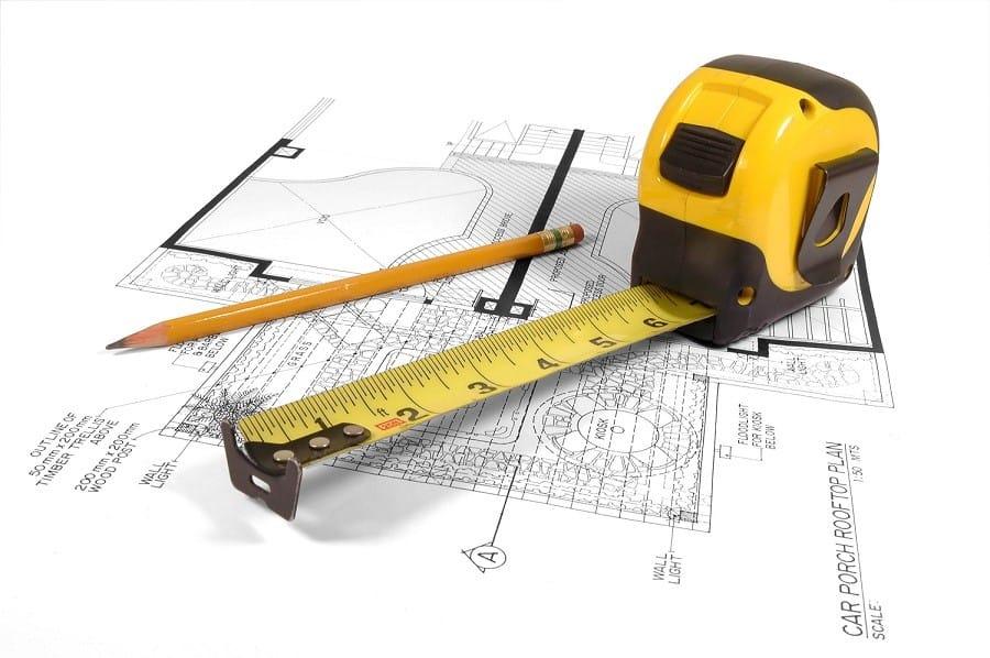На фото – рулетка и план обмера здания
